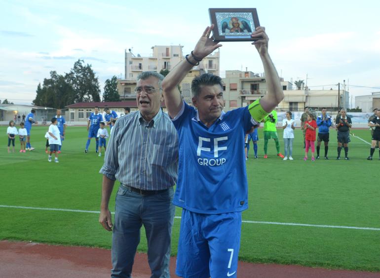 https://www.sportlesvos.gr/images/Arxeio2015/Podosfairo/EPSLesvou/Euro2004_Pallesviakos/Euro2004_Pallesviakos_Galinos_Zagorakis.jpg